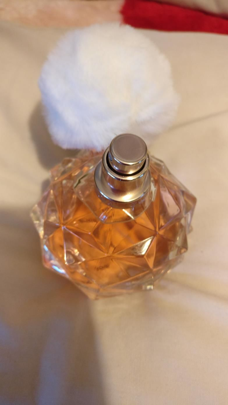 Ari by ariana grande perfume review among the stars perfume - The Smell Of The Perfume Is Described On Fragrantica As Opening With Sparkling Fruity Notes Connected To Its Ultra Feminine Floral Heart And The Base Of
